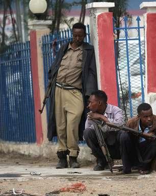 Somália: homem-bomba mata ao menos 18 em academia da polícia