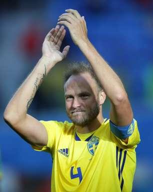 Mulher grávida pede e capitão sueco joga contra Inglaterra