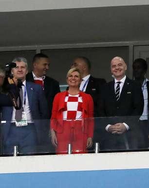 Presidente da Croácia dá camisa da seleção para Trump e May