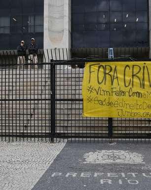 Manifestantes contra Crivella invadem Prefeitura do Rio