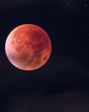Veja os memes com o eclipse lunar desta sexta