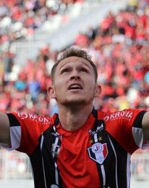 Joinville amplia contrato de artilheiro e o empresta para clube da séria A