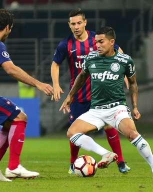 Palmeiras supera desvantagem e segue na Libertadores