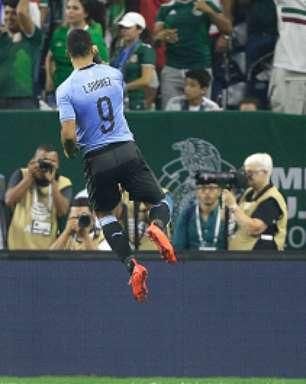 Com show de Suárez, Uruguai atropela México em amistoso