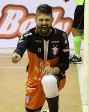 Atual campeão, Joinville bate Cascavel e avança na Liga de Futsal