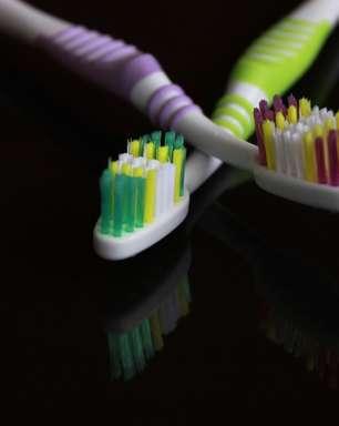 ENQUETE: Escova ou raspador? Qual é o melhor para a língua?