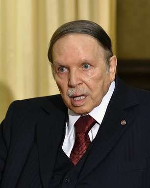 O polêmico presidente que está recluso desde 2013, mas tenta a reeleição