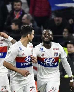 Lyon vence e segue na briga para voltar à Liga dos Campeões