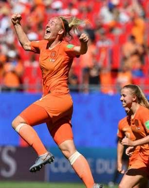 Holanda bate Itália, mantém 100% e vai à semi