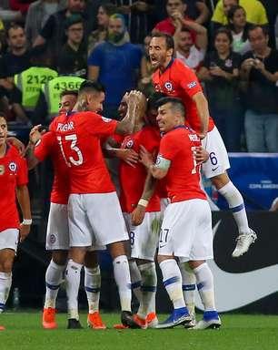 Chile tem 2 gols anulados, mas vence Colômbia nos pênaltis