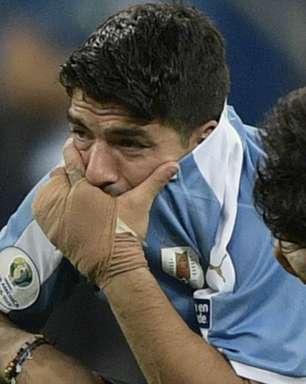 """Neymar consola Suárez após eliminação do Uruguai: """"Levanta!"""""""