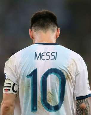 Juiz é xingado após expulsar Messi em Itaquera