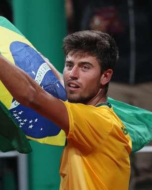 João Menezes bate chileno e conquista ouro no tênis do Pan