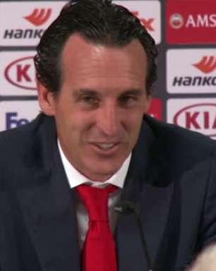 Conferência de imprensa de Emery foi interrompida por anúncio do estádio de Frankfurt