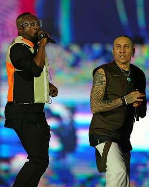 Black Eyed Peas convida Anitta e desfila hits dos anos 2000