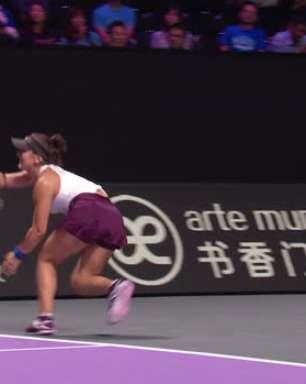 TÊNIS: WTA Finals: Pliskova vence Andreescu (6-3, abandonado)