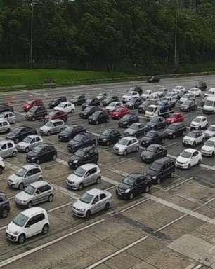 Rodovias de SP têm trânsito intenso e congestionamento