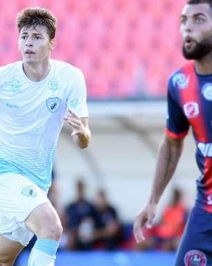 Emprestado pelo Palmeiras, Lincon Junior comemora a sua estreia no Londrina