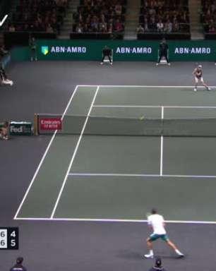 TÊNIS: ATP Roterdã: Pablo Carreño supera Janik Sinner (7-5, 3-6, 7-6)
