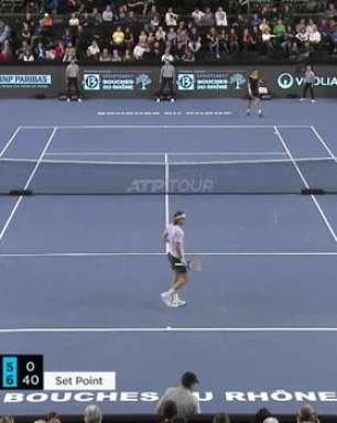 ATP Marseille: Tsitsipas bate Pospisil e avança à semifinal