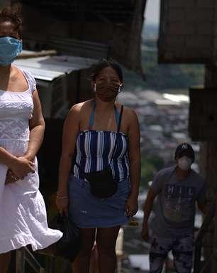 """Coronavírus no Equador: """"Embalamos os corpos de minha e irmã e meu cunhado em sacos plásticos dentro de casa"""""""