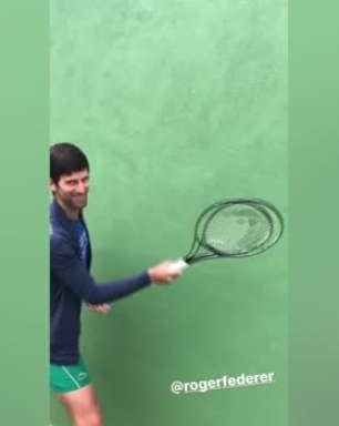 #StayAtHome: Djokovic, sem chapéu, encara desafio de Federer