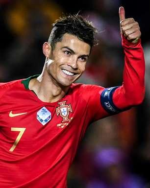 """Cristiano Ronaldo mantém a forma em Portugal: """"alugou"""" estádio e até goleiro!"""