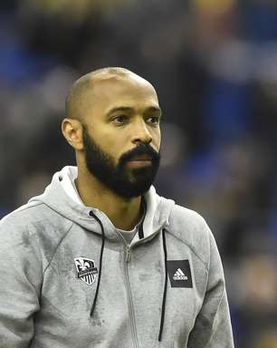 """Thierry Henry: """"Era mais fácil jogar no Arsenal do que no Barcelona"""""""