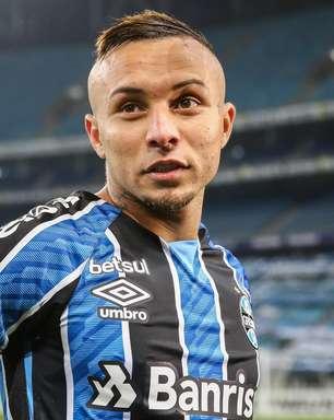 """Renato reprova ligação de Jesus para Everton: """"Não é normal"""""""