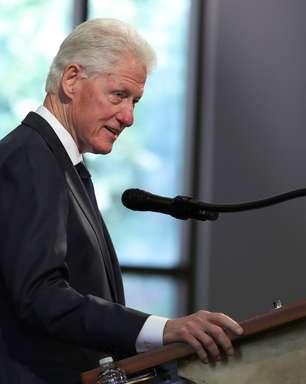 Bill Clinton é internado para tratar infecção, diz porta-voz
