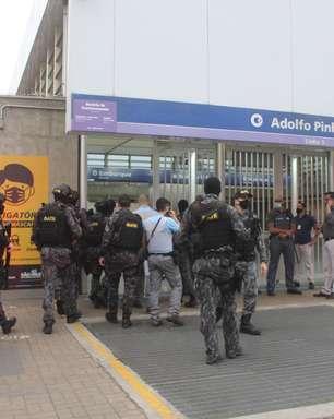 Mulher é mantida refém dentro de estação de metrô de SP