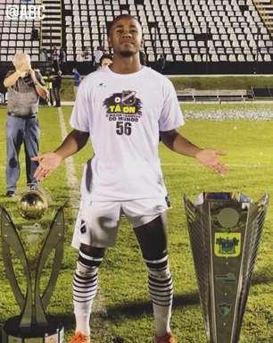 Meia João Paulo comemora título estadual invicto no ABC-RN