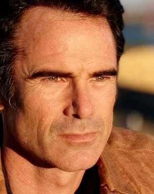 Elenco de novela chora com cenas de ator vítima da depressão