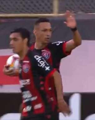Centroavantes marcam presença e Vitória bate o Oeste de virada no Barradão