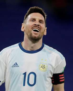 Messi tem gol anulado, e Argentina tropeça no Paraguai