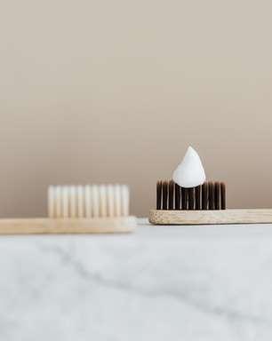 Compartilhar escova compromete saúde bucal? MITO ou VERDADE?