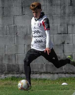 Aos 19 anos, Chrystian ganha oportunidades, corresponde e leva Joinville ao G4 da Série D