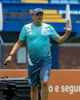 Avaí oficializa Claudinei Oliveira e treinador prega comprometimento com o elenco