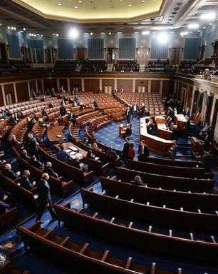 Republicanos discutem possibilidade de remoção de Trump