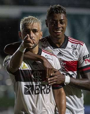 Flamengo vence o Goiás e diminui distância para o líder