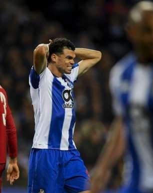 Pepe, do Porto, fala sobre lesão assustadora de Nanu: 'Disseram-me que saiu bem, já saiu consciente'