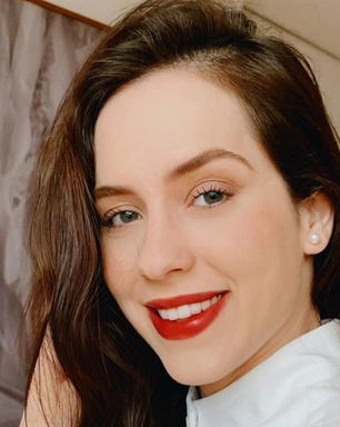 Sophia Abrahão chama atenção com batom vermelho de R$ 189