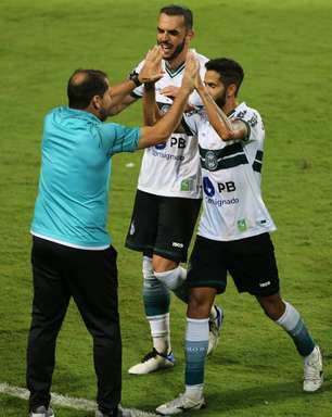Coritiba marca no final e vence o Palmeiras pelo Brasileirão