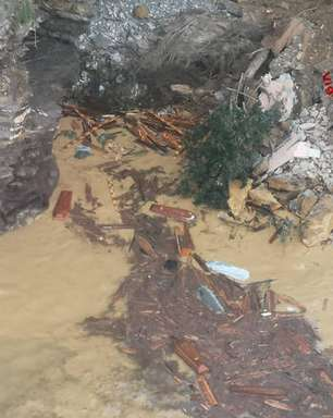 Deslizamento em cemitério na Itália lança 200 caixões ao mar