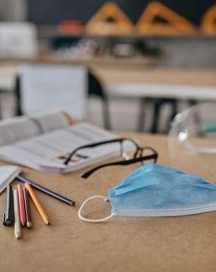 'Peguei covid na volta às aulas presenciais': os riscos para professores na pandemia