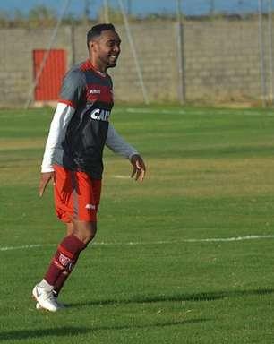 Em alta no CRB, Claudinei foca em grande ano no clube e quer grande estreia diante do Goianésia na Copa do Brasil