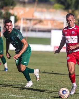 Matheus Carvalho ganha elogios de Hélio dos Anjos