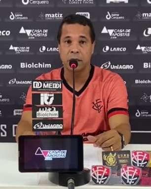 """VITÓRIA: Rodrigo Chagas revela negociações por meia: """"Está por chegar"""""""