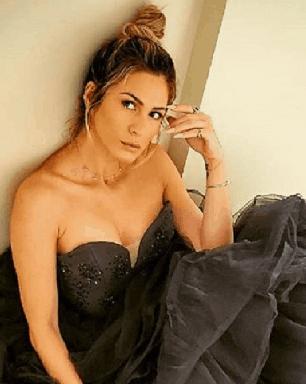 Lívia Andrade faz pose poderosa e beleza deixa fãs encantados