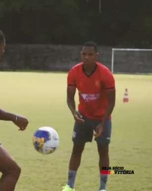 """VITÓRIA: Lucas Arcanjo aponta Dida como inspiração e seu pai, que também foi goleiro, como seu maior ídolo: """"Sempre procuro fazer as mesmas coisas que ele fazia em campo"""""""